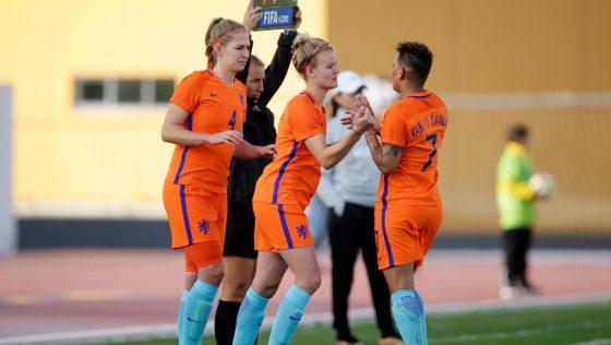 Studente Esmee maakt debuut in Oranje: 'Dit is waar je van droomt'