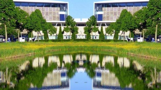 Campus in spiegelbeeld